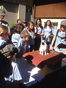 Die teilnehmenden Jugendlichen interessierten sich brennend für die Englischschecken.